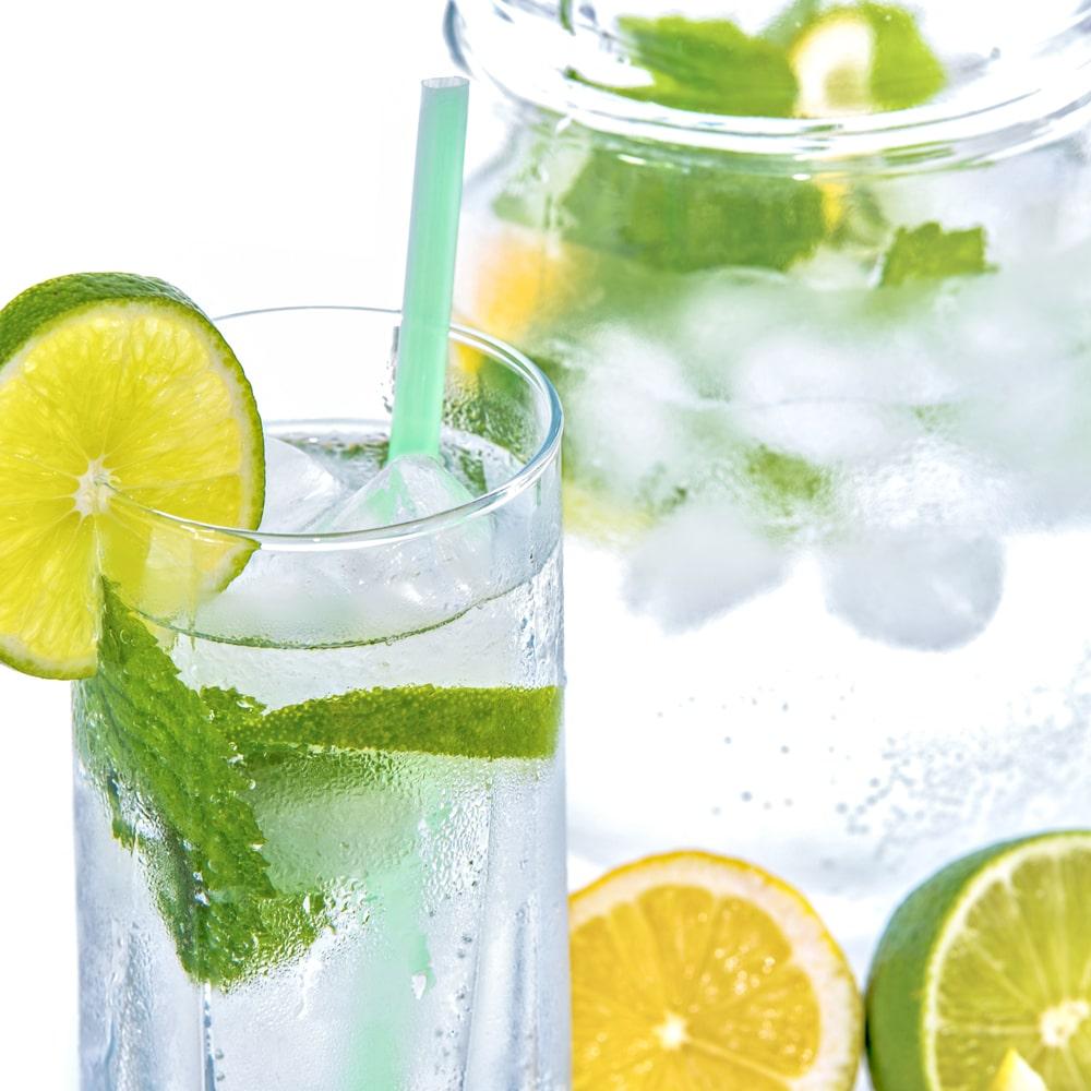 Täglich etwa 1,5 Liter Wasser trinken.
