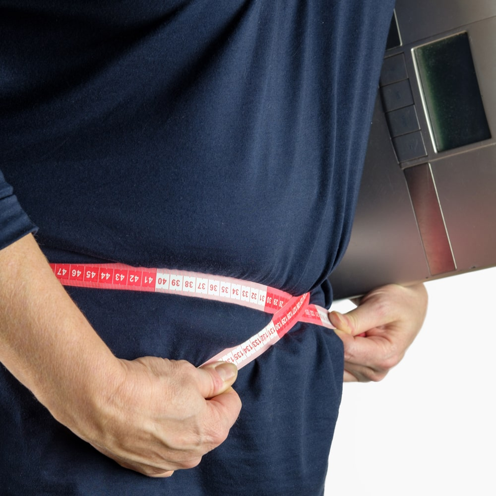 Übergewicht Adipositas Maßband Bauchumfang messen.