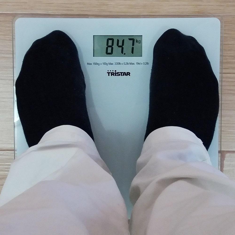 Übergewicht Adipositas abnehmen und Waage